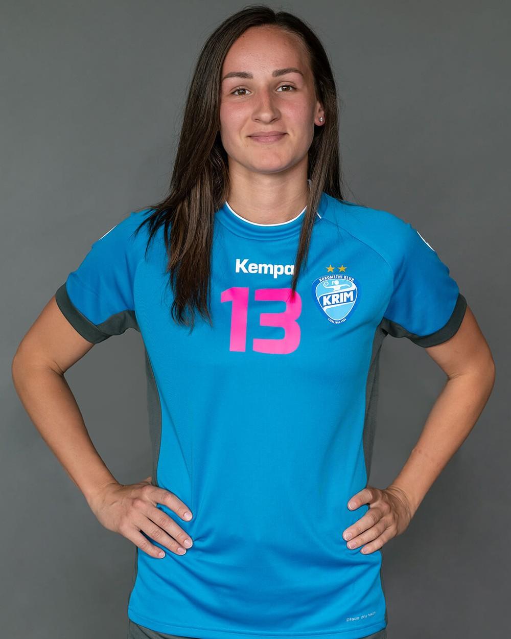 Paula Posavec_Krim Mercator_2021-22_ekipa_1000x1250px